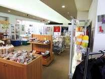 本館売店はお安い食材などもご用意しております。
