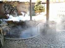 新館岩露天風呂 塩化物強塩泉で体の芯までポカポカです。