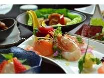洋風鮮魚の盛り合わせ 醤油ではなく特製ソースで召し上がり下さい。