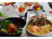 2017年4月5月のご夕食膳の釜飯はパエリア風でございます。