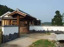 蓬の郷民宿村正門ー低価格でお腹いっぱい食べて飲んでゆっくり寛ごうせせらぎで!