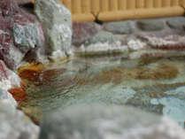 天然石を配した、男女別露天風呂