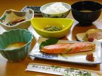 【朝食一例】つやつやのご飯と山の味覚、からだに優しい朝ごはんをご用意致します