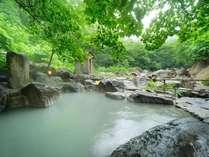 【大露天風呂】一番人気の岩露天。川沿いで開放感満天!16:00~17:30、9:00~11:00は女性専用時間