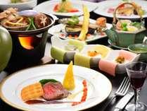 ご夕食の一例です。季節の食材を盛り込み、随時メニュー変更を行っております。