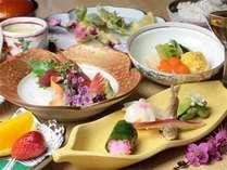 【四季会席(例)】季節の食材にこだわり、福井の味覚をを最大限に活かした板長自慢のお食事でございます。