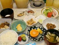 【朝食例/和洋定食】朝食は和洋定食またはバイキングをどうぞ。※メニューは変更する場合有り