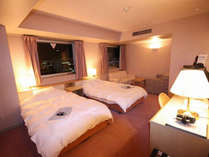 【禁煙ツイン】24平米のお部屋にシングルベッドが2つ入ったお部屋です。