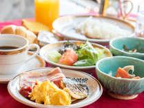 *【朝食例/和洋バイキング】朝は和洋定食またはこちらのバイキングを。※メニューは変更する場合有り