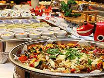 ■【ご夕食一例】当館料理長こだわりの創作バイキング。種類も豊富で人気です。