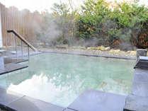 【温泉】入浴後は湯冷めしにくく、体がポカポカとよく温まる露天風呂『花の湯』