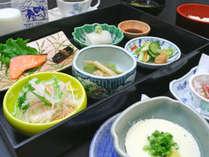 【朝食の一例】地元釧路や道東の他、道内産の食材をメインに使ったご朝食をご用意