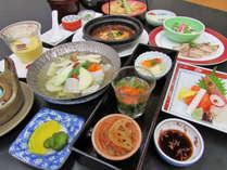 【夕食の一例】道内産の食材を使った釧路型薬膳料理です