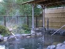 森の中から吹き抜ける爽やかな風を感じながら、露天風呂をお楽しみください★