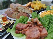 洋食のセルフブレックファーストです。やんばる島豚のベーコンが舌の上でとろけます。