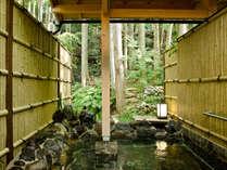 森林を眺めマイナスイオンを感じながら入る露天風呂「仙人の湯」。