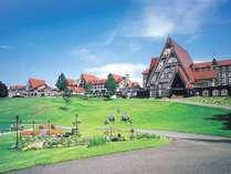 赤い三角屋根が目印!ヨーロピアンテイストに満ちたホテル外観