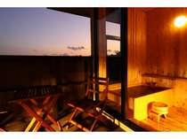 【客室展望風呂】グラデーションに染まる夕暮れ時