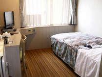 【シングル】客室一例/19型液晶TV・衛星放送・高速インターネット・ズボンプレッサー・冷蔵庫完備♪