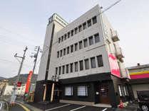 【外観】ビジネスホテルヤマキは30年以上愛されている老舗ホテルです。