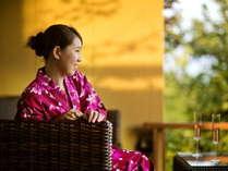別邸-神楽-■プレミアムラウンジ■湯上りラウンジでお飲み物や軽食を自由にお楽しみ頂けます