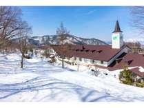 雪原からのホテル全景(レストラン側)