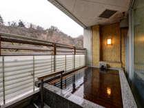 *【露天風呂】なとり館にある露天風呂「長寿の湯」。星空を眺めながら温泉を満喫してください。