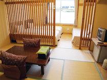 *和洋室タイプ一例/宿のテーマのひとつである「和格子」がモダンにデザインされた、おしゃれな和洋室!