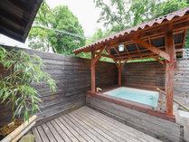 *貸切露天風呂/洗い場も併設、ちょっと小さめですが露天風呂がございます
