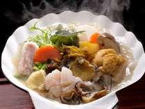 お薦め★ウニ・アワビ・モズク・ナマコ・ホヤ・ワカメ・ホタテ7つの味が楽しめる「むつ湾七珍鍋」☆
