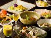 味はもちろん、萩焼の器や見た目もこだわった懐石料理をお召し上がりいただきます。
