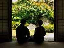ふたりだけの特別な時間を、四季折々の日本庭園を眺めながらゆったりとお過ごしください