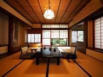 日本庭園を望む二間続きの和室(10帖+4.5帖) 112号室(1階)お部屋から四季折々の日本庭園が眺められます