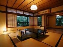 二間続きの和室(12帖+4.5帖) 204号室(2階)お部屋から四季折々の日本庭園が眺められます