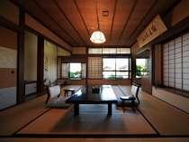 二間続きの和室(10帖+4.5帖) 208号室(2階)お部屋から四季折々の日本庭園が眺められます