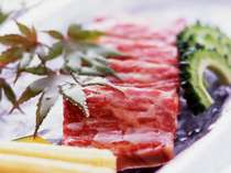 ジューシーでコクのある見蘭牛を熱々の陶板焼きでお召し上がりください。