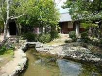 【旧湯川家屋敷】藍場川の最上流に位置し、禄高23石余の武士でこの川や舟の出入りを管理していた。