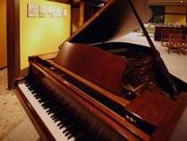 ロビーにてヴァイオリン&ピアノコンサートを開催いたします。