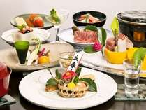 冬の旬の食材の海幸・山幸を取り入れた会席料理でお楽しみいただき、おもてなしをさせていただきます。