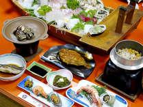 【夕食一例】海女の女将が獲ってきた新鮮魚介を使ったお料理をご堪能ください。