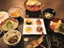 *[夕食一例]地元食材を使用した和洋折衷料理をご用意♪