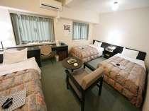 ツイン・トリプルルーム2名~4名様までご利用できます。ゆったり過ごせるお部屋です。