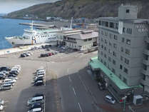 【ホテル周辺】当館の目の前が海です!