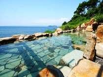 【浜千鳥の湯】当館自慢の絶景風呂。南紀白浜で唯一の混浴露天風呂です。
