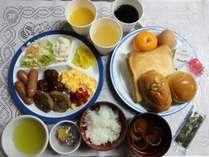【無料朝食】バイキングセルフサービスです。ご飯・みそ汁・納豆・パン・サラダ等揃えております。