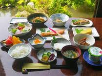 *朝食一例/人気の朝食♪ふっくら焼かれた焼き魚など、品数豊富なおかずを炊き立てごはんとご一緒に。
