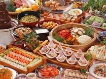 手作りにこだわった40~50品の料理の数々をお愉しみ下さい
