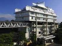 平成29年に有形文化財登録された本館「天台」は、建築家菊竹清訓先生の代表作です。
