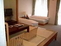一階和洋室はベッド2台+和室6畳4人定員