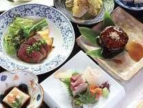地元の食材を使った季節ごとのコース料理の一例。品数も多くボリュームがあります